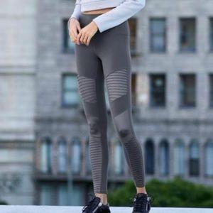 ALO Yoga motto leggings NWOT